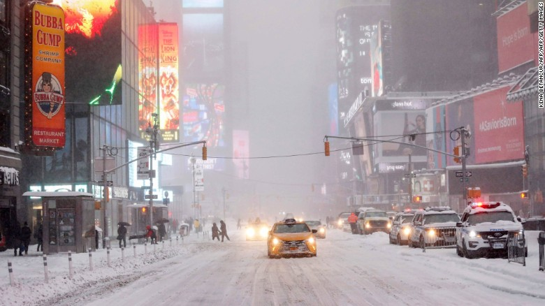 TOPSHOT - A general View of Times Square while snow falls on January 23, 2016 in New York. A deadly blizzard with bone-chilling winds and potentially record-breaking snowfall slammed the eastern US on January 23, as officials urged millions in the storm's path to seek shelter -- warning the worst is yet to come. US news reports said at least eight people had died by late Friday from causes related to the monster snowstorm, which is expected to last until early Sunday. / AFP / KENA BETANCURKENA BETANCUR/AFP/Getty Image