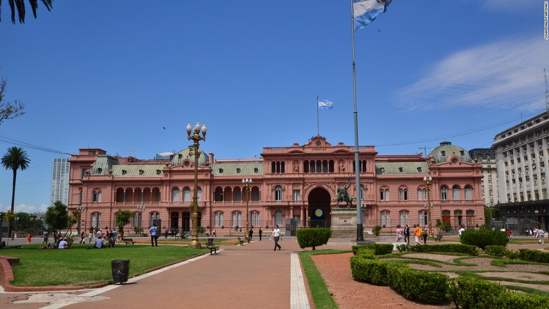The famed Pink Presidential Palace is the focus of Buenos Aires's central Plaza 25 de Mayo.