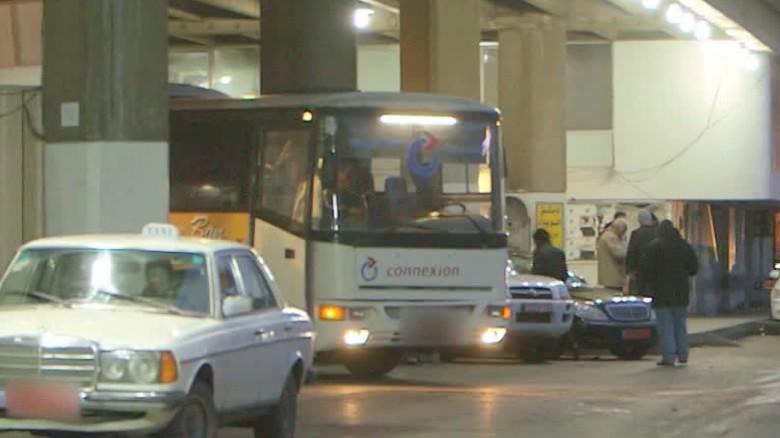 syria bus to raqqa isis walsh pkg_00000209