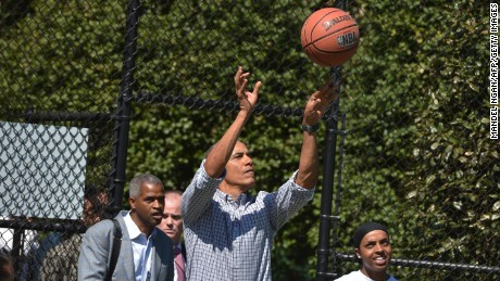 US President Barack Obama takes a shot while playing basketball during the annual Easter Egg Roll on the South Lawn of the White House on April 6, 2015 in Washington, DC. AFP PHOTO/MANDEL NGAN        (Photo credit should read MANDEL NGAN/AFP/Getty Images)