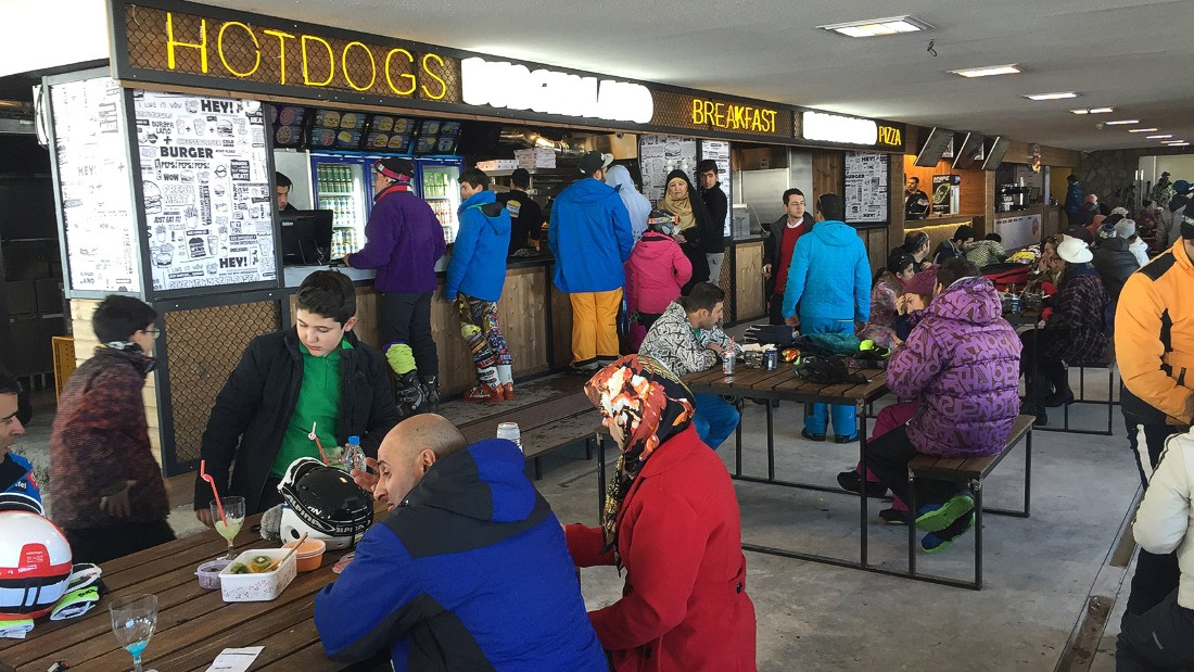 The apres-ski food is Western in style, with fried chicken, hot dogs, burgers and pizza on offer. The bars offer alcohol-free cocktails.