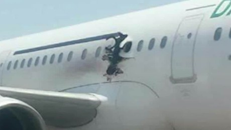 cnnee vo cafe explosion en avion de somalia _00003807.jpg