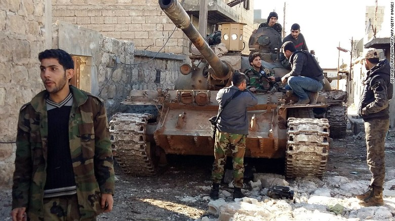 Fierce fighting in Aleppo forces thousands to flee