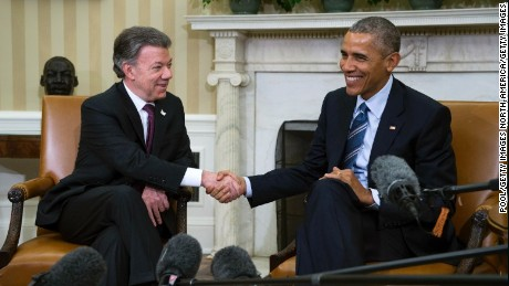 """WASHINGTON, DC - FEBRUARY 04: U.S. President Barack Obama meets with Colombian President Juan Manuel Santos in the Oval Office of the White House on February 4, 2016 in Washington, DC. Obama and Santos are expected to make a bid for increased aid for Colombia and talk about """"Plan Colombia"""", a U.S. aid initiative started in 2000 to help combat Colombian drug cartels. (Photo by Shawn Thew - Pool/Getty Images)"""