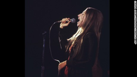 UNITED STATES - APRIL 22:  FORUM  Photo of Barbra STREISAND, Barbra Streisand performing on stage, profile  (Photo by Jim McCrary/Redferns)