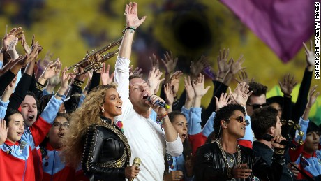 SANTA CLARA, CA - FEBRUARY 07:  Beyonce, Chris Martin of Coldplay and Bruno Mars perform during the Pepsi Super Bowl 50 Halftime Show at Levi's Stadium on February 7, 2016 in Santa Clara, California.  (Photo by Patrick Smith/Getty Images)