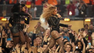 Beyonce gets political at Super Bowl, pays tribute to 'Black Lives Matter'