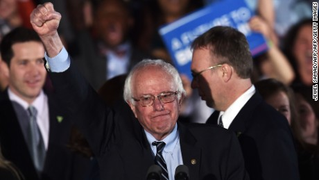 TOPSHOT - US Democratic presidential candidate Bernie Sanders celebrates his victory during the primary night rally in Concord, New Hampshire, on February 9, 2016.  / AFP / Jewel Samad        (Photo credit should read JEWEL SAMAD/AFP/Getty Images)