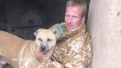 Reuniting soldiers with stray dogs