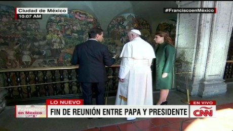 cnnee pope francis national palace end of meeting_00031129
