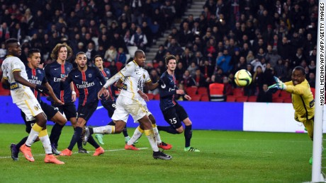 Lille's Nigerian goalkeeper Vincent Enyeama (R) dives for the ball during the French L1 football match between Paris Saint-Germain (PSG) and Lille (LOSC) at the Parc des Princes stadium in Paris, on February 13, 2016.