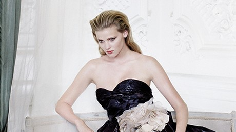 Lara Stone in Carlton House Terrace by Mario Testino, 2009. Vogue 100: A Century of Style is at the National Portrait Gallery, London, from 11 February-22 May 2016, sponsored by Leon Max.