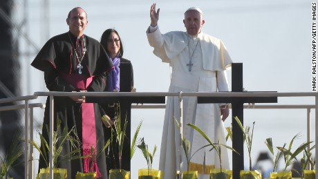 Pope Francis stands on a platform in Mexico as he blesses a group of migrants over on the US side of the border as he prays for those who died trying to cross the border at El Paso, Texas on February 17, 2016.Throngs gathered at Mexico's border with the United States for a huge mass with Pope Francis highlighting the plight of migrants -- a hot-button issue on the US presidential campaign trail. / AFP / MARK RALSTON        (Photo credit should read MARK RALSTON/AFP/Getty Images)