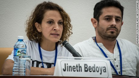 Jineth Bedoya discusses the Colombian conflict in Havana, Cuba, in 2014.