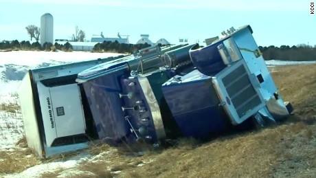 iowa high winds blow truck over sot_00001017