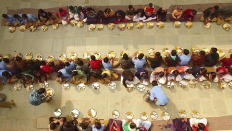 india world's largest school lunch cnn orig_00005213.jpg