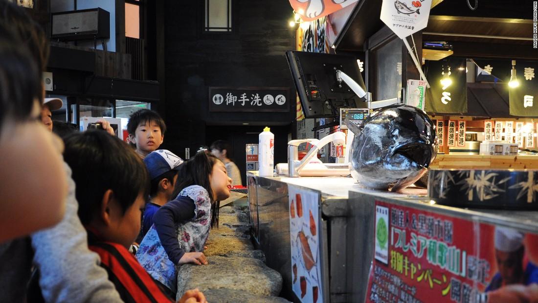Not a life-saving skill, but knowing how to cut a nice slice of tuna is still handy. Kuroshio-Ichiba Market hosts three entertaining tuna-cutting shows daily.