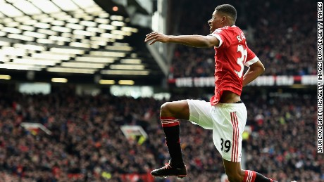 Manchester United Beat Arsenal 3-2 in English Premiership