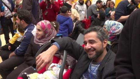 Italy migrants arrive syria nadeau pkg _00003621.jpg