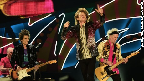 """The English rock band Rolling Stones kick off their """"America Latina Ole 2016"""" tour at the National Stadium in Santiago, on February 3, 2016. / AFP / MARTIN BERNETTI        (Photo credit should read MARTIN BERNETTI/AFP/Getty Images)"""