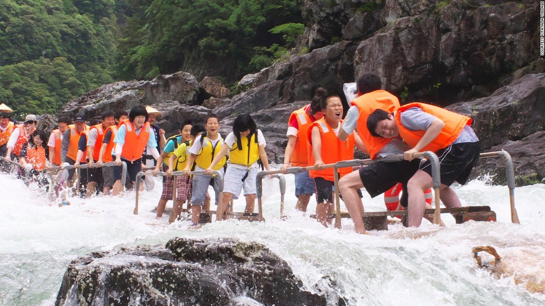 Are we having fun yet, kids? Wakayama is the only place in Japan that offers the traditional log rafting tours.