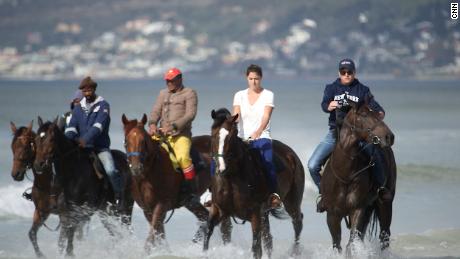 cnnee galope caballos sudafricanos en el mar_00004330
