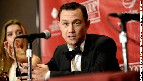 Joseph Gordon-Levitt didn't appear to be recognized when he played on a subway platform.