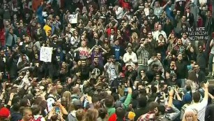 Chaos erupts at Donald Trump rally in Chicago