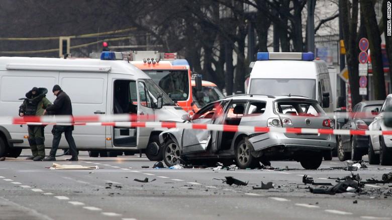 Car explodes in Berlin