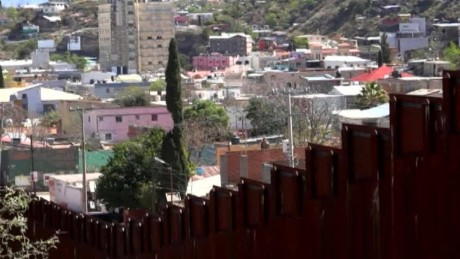 cnnee directo usa pkg valeria fernandez muro trump nogales arizona_00000028