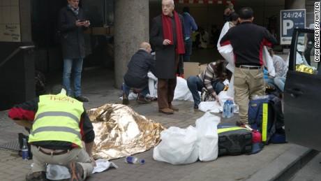 People wounded outside #maelbeek #metro #brussels @cnnireport #brusselsattacks #maalbeek