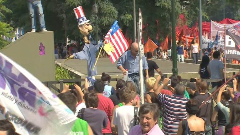 Argentina Obama protest Flores LKLV_00000000
