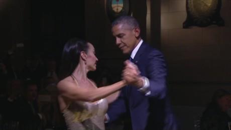 cnnee pkg gabriela matute obama diplomacia con baile _00002321