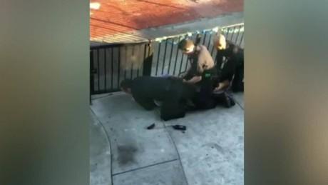cnnee pkg gonzalo alvarado uso desmedido de la fuerza latinomaericano policias los angeles_00004716