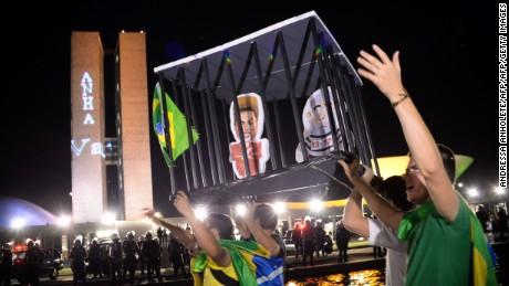 cnnee pkg francho baron preocupacion politica en brasil _00012720