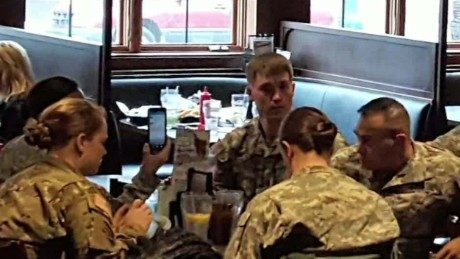 anonymous man pays for soldiers lunch good stuff newday_00000912