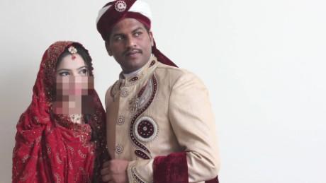 pakistan married couple killed attacks pkg mohsin_00001220