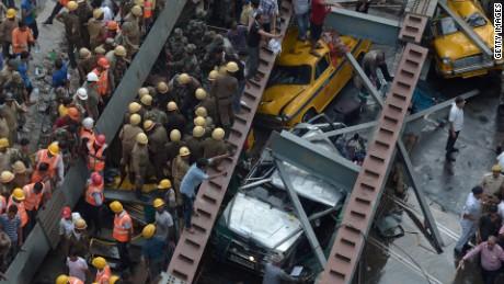 Overpass collapse Kolkata India video orig vstop dlewis_00000000.jpg