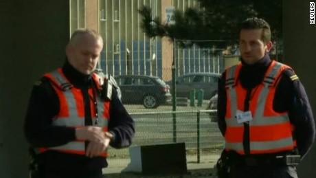 brussels airport reopens field lok_00005510