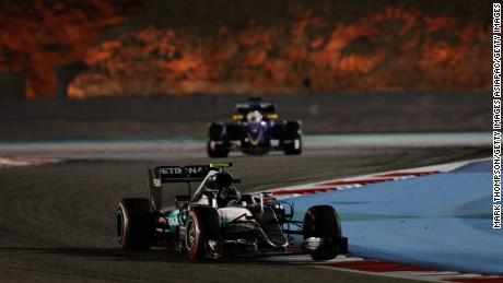 Nico Rosberg races ahead during the 2016 F1 Bahrain Grand Prix.