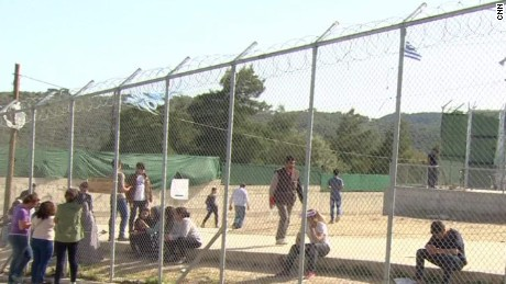 migrants defiant deportation pkg mclaughlin wrn_00003016