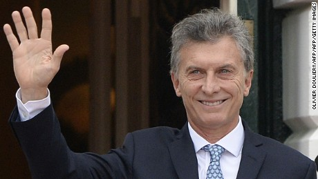 Mauricio Macri, President of Argentina, arrives for a working dinner at the White House March 31, 2016 in Washington, DC. World leaders are gathering for a two-day conference that will address a range of issues including ongoing efforts to prevent terrorist groups from accessing nuclear material.  / AFP / Olivier Douliery        (Photo credit should read OLIVIER DOULIERY/AFP/Getty Images)