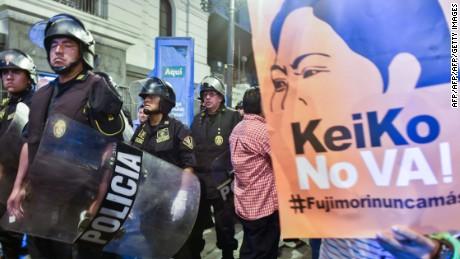cnnee pkg maria elena belaunde protesta contra keiko peru fujimori_00000000