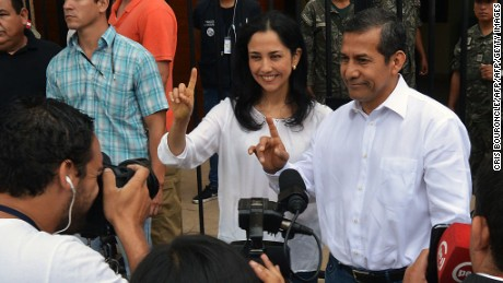 Peruvian President Ollanta Humala and First Lady Nadine Heredia gesture after voting in Lima during general elections on April 10, 2016.  Almost 23 million Peruvians in Peru and abroad are expected to decide whether Keiko Fujimori, daughter of an ex-president jailed for massacres, should become their first female head of state in an election marred by alleged vote-buying and guerrilla attacks that killed four. / AFP / CRIS BOURONCLE        (Photo credit should read CRIS BOURONCLE/AFP/Getty Images)