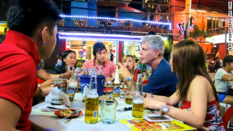 PUAB Ep 405 - Manilla Production stills  Tony talks to the cover band Regatta over San Miguel beers and sisig - sizziling pig face.