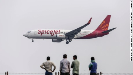 A Boeing Co. 737 aircraft operated by SpiceJet Ltd. approaches to land at Chhatrapati Shivaji International Airport in Mumbai, India, on Monday, Oct. 26, 2015. Spicejet, India's fourth biggest airline by market share, will offer a discount on 300,000 seats for the company's Diwali sale. Photographer: Dhiraj Singh/Bloomberg via Getty Images