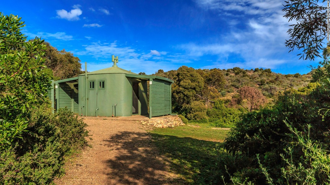 """This bushland eco-toilet serves the surfers and anglers using Waitpinga Beach on Australia's Fleurieu Peninsula. (Picture credit: <a href=""""https://500px.com/"""" target=""""_blank"""">500px</a>)"""