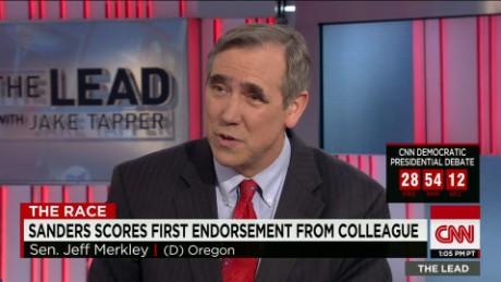 bernie sanders endorsement first senate colleague jeff merkley lead intv_00030322