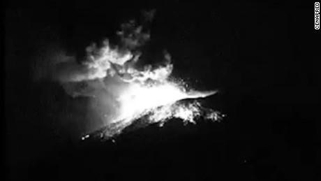 cnneepkg digital volcan popocatepetl se activa con ceniza y explosiones _00002303