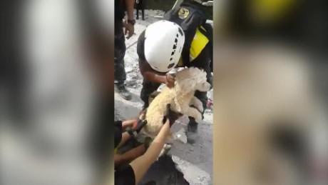 cnnee vo ecuador perro rescate sismo _00002803